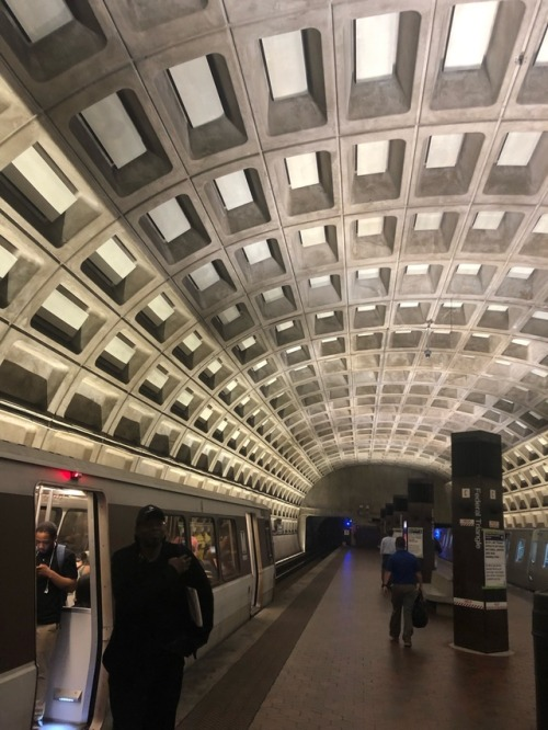 Parallel or not!? Why do you say that? at Federal Triangle Metro stop in Washington DC, June 2019.